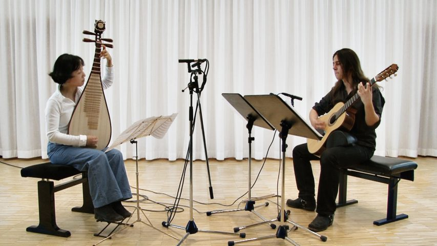 The Funk-Shui-Duo, that is Yu Lingling & Rio Eberlein, recording.